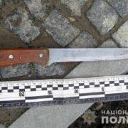 Порізав шини та вдарив ножем: у Франківську затримали хулігана (фото)