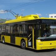 У Франківську невідомі масово трощать тролейбуси