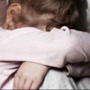 """""""Дівчинка була згвалтована"""": Дід пальцями розбещував 4-річну онуку"""