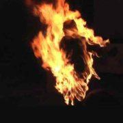 """Мати чотирьох дітей вчинила спробу самоспалення: """"Облилася соляркою і…"""""""