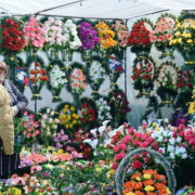 В Івано-Франківську штрафуватимуть продавців штучних вінків і квітів. ВІДЕО