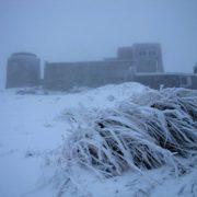 В горах на Прикарпатті вже справжнісінька зима і сніг не припиняється(ФОТО)