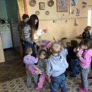 Іграшки замість квітів на весілля: франківське подружжя передало подарунки у дитячий будинок (фото)