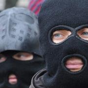 """Невідомі у балаклавах вриваються у офіси Буковелю та фірми """"ПБС"""" (відео)"""