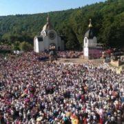 На Тернопільщині в Зарваниці сталось чудо, яке здивувало навіть священиків!