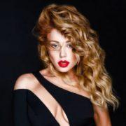 """Зірка """"Жіночого кварталу"""" зробила пародію на відому співачку з Івано-Франківська Тіну Кароль (відео)"""
