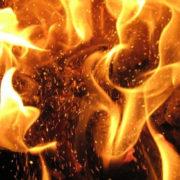 Під пасічнянським мостом загорілася газова труба
