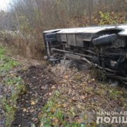 Перекинувся рейсовий автобус – водій загинув на місці (фото)