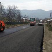 Вже асфальтують: Дорога між селами Тюдів та Великий Рожин скоро стане проїзною (фото)
