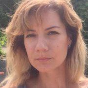 Катя жила в пеклі: подруга матері, що втопила дітей, просить усіх замовкнути