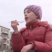 Iнцидент із тортом в Харкові: зацькована дівчинка зробила сміливу заяву (відео)