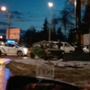 ДТП у Франківську: на перехресті Volkswagen зіткнувся з ВАЗом