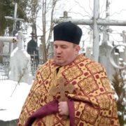 """На Львівщині священик відмовився поховати жінку, бо """"далеко йти"""""""