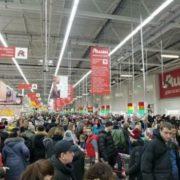 Свято наближається: українці беруть супермаркети штурмом