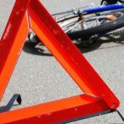 На Калущині під колеса автівки потрапив чоловік з велосипедом