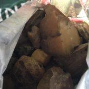 На Закарпатті митники виявили 25 кілограм сонячного каміння (ФОТО)