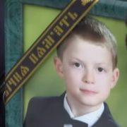 Після недовгих пошуків рідні знайшли хлопця в сараї повішеним: Через загибель школяра розгорівся гучний скандал