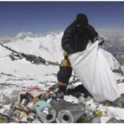 Шлях на гору Еверест частково закрили для туристів: у чому причина