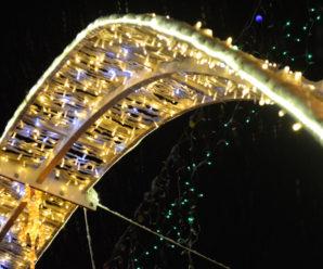 Світлодіодні арки на стометрівці почали розвалюватись (фото)