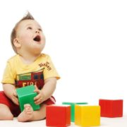 Чи потрібні дитині розвиваючі іграшки?