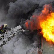 На Прикарпатті рятувальники евакуйовували мешканців з будинку, у якому загорілася квартира