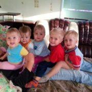 Після смeрті дружини 31-річний Антон сам виховував 6 дітей. Подивіться, ЯК його винагородила за це доля