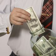 На Івано-Франківщині екс-керівник банку заволодів коштами 22-х клієнтів