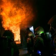 У Калуші сталася пожежа в житловому будинку та горіли сміттєві баки