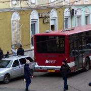 У Франківську за день два нові комунальні автобуси потрапили у ДТП (фото)
