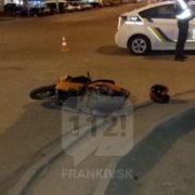 ДТП у Франківську: авто збило мотоцикліста