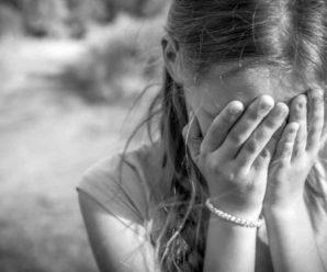 """""""Відкривав їй рот, куди сам заливав алкоголь"""": Батько розбещував 15-річну прийомну доньку"""