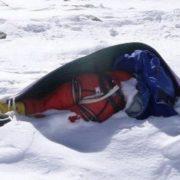 На популярному туристичному маршруті на гору Говерла, виявили вмерзле у сніг тіло людини