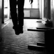 На Прикарпатті в орендованій квартирі повісився молодик