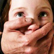 Чоловік два роки заробляв на ґвалтуванні малолітніх дочок