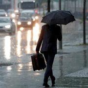 Постійні дощі і трохи сонця: погода на тиждень в Україні