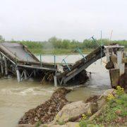 На Прикарпатті негода зруйнувала міст (ФОТО)