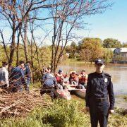 У Тисмениці людей на човнах доправляють до їх домівок
