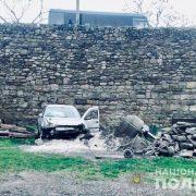 На Прикарпатті Volkswagen Golf злетів в обрив разом з неповнолітньою дівчинкою-пішоходом
