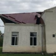 Без даху, світла та затоплені будинки: Як після негоди виглядає село Бережниця