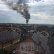 """На """"Пасічній"""" від удару блискавки загорілась будівля (фото+відео)"""