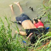 Батько і однорічна донька потонули на очах матері