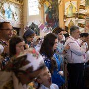 Порошенко разом з дружиною відвідав церкву на Франківщині