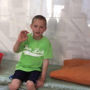 У Івано-Франківську до лікарні привезли 8-річного хлопчика. Небайдужі люди просять допомогти знайти батьків (фотофакт)