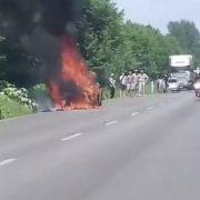 На Прикарпатті серед дороги загорівся автомобіль (фото, відео)