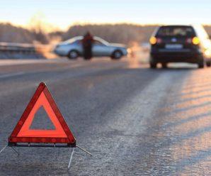 Чергова ДТП на Прикарпатті: автомобіль Volkswagen Transporter заїхав у кювет, пошкодивши газову трубу
