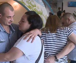 Прибули до Києва: перші коментарі звільнених з полону українців