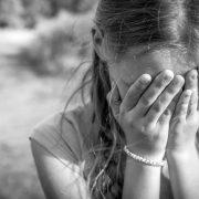 Приїхали до бабусі на канікули: 59-річний чоловік намагався зґвалтувати 10-річну дівчинку