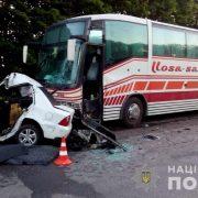 Влетів в лоб автобуса з 50 пасажирами: смертельна ДТП сталась під Харковом