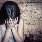 Поки мати була в Польщі: нелюд регулярно ґвалтував 11-річну дівчинку
