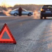На Прикарпатті п'яний водій на швидкості збив двох людей. Пішоходи з численними травмами у лікарні